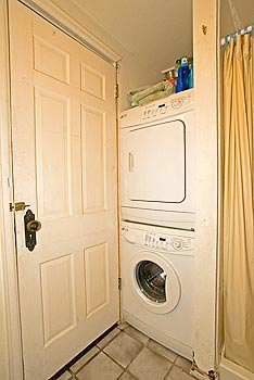 Cabin with washer and dryer