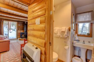 This hideout cabin has a full bathroom on the ground floor